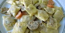 Ραβιόλια τυριού, με λουκάνικα γαλοπούλας, μανιτάρια και κρέμα light