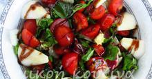 Σαλάτα πράσινη και γιορτινή με αχλάδι και ντοματίνια