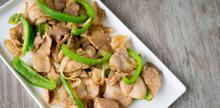 Συνταγή: Χοιρινό με πιπεριές, σάλτσα σόγιας, κρεμμύδι, σκόρδο, ζάχαρη,