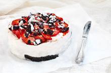 Εύκολο γλυκό με μπισκότα και φράουλες