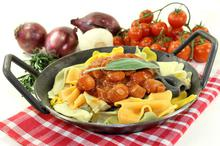 Λουκάνικα με πιπεριές και σάλτσα - Συνταγές Μαγειρικής - Chefoulis
