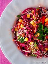 Σαλάτα με μωβ λάχανο και λεμονοσκορδάτη σάλτσα ταχινιού-Red cabbage salad with lemony garlicky tahini sauce