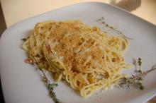 Συνταγή: Ζυμαρικά με πράσο, βούτυρο, σκόρδο, λευκό κρασί, ζωμό κότας, φρυγανιά, παρμεζάνα, ζαμπόν, θυμάρι