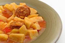 Πατάτες με λουκάνικα στην κατσαρόλα - Συνταγές Μαγειρικής - Chefoulis