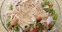 Νηστίσιμη σαλάτα με φούλια, λάχανο και dressing από ταχίνι - Lovecooking.gr