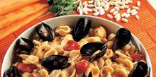 Συνταγή: Ζυμαρικά με μύδια, ντοματίνια, μαυρομάτικα φασόλια, λευκό κρασί