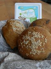 Ψωμάκια με αλειφόμενο νηστίσιμο τυρί Viofree – Buns with creamy vegan cheese Viofree