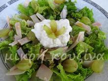 Σαλάτα με σταφύλι και τυρί cottage