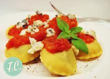 Ραβιόλια με Σπανάκι και Σάλτσα Ντομάτας  - Funky Cook
