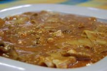 Συνταγή: Mανιτάρια με πέτουρα, κρεμμύδι, σάλτσα ντομάτας