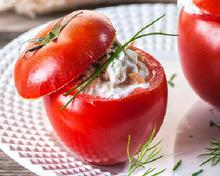 Nτομάτες γεμιστές με τόνο και γιαούρτι