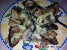 Μανιταράκια με κρεμμύδια