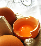 Egg yolks and egg whites  κρόκοι και ασπράδιααβγού