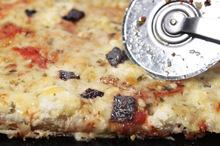 Χωριάτικη πίτα με φέτα γραβιέρα και λιαστή ντομάτα