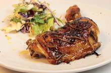 Κοτόπουλο στο φούρνο με δενδρολίβανο ρίγανη και λεμόνι