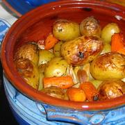 Πατάτες νέας σοδειάς ψημένες στη γάστρα