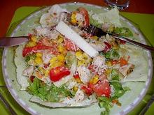 Φρέσκια και χορταστική πολυσαλάτα γεμάτη βιταμίνες και φυτικές ίνες
