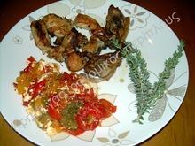 Φρέσκο θυμάρι και ρίγανη  με κοτόπουλο και πιπεριές