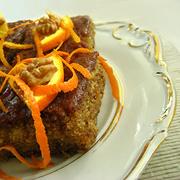 Καρυδόπιτα σιροπιαστή με πορτοκάλι και κάρδαμο