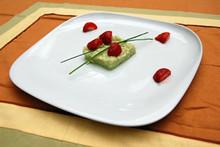 Ριζότο με coulis αγγουριού, σαντιγί & φράουλες