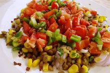 Σαλατα με οσπρια και χρωματιστα λαχανικα