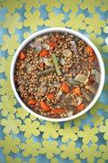 Χλιαρή σαλάτα με φακές και λαχανικά