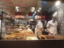 Εικόνες από φαγητά και γλυκά στη κωνσταντινούπολη.