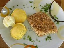 Σολομός πανέ με σουσάμι και αμύγδαλα και πουρές γλυκοκολοκύθας