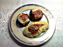 Μπιφτέκια .......ζουμερά με σάλτσα ντομάτας