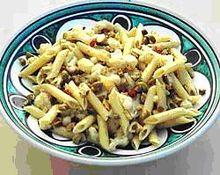 Πενες με κουνουπιδι  πρασινες ελιες και αντσουγες (σικελια)