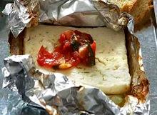 Ψητή φέτα με ντομάτα και μυρωδικά!... η συνταγή της ημέρας