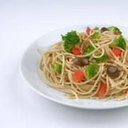 Σπαγγετίνη με μπρόκολο και πράσινες ελιές