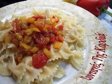 Φαρφάλες με πολύχρωμες πιπεριές και ντοματίνια
