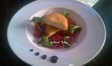 kατσικίσιο τυρί πανέ με σούπα από φράουλες
