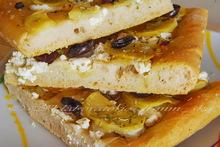 Φοκατσα με πατατες, ρικοττα και ελιες  ♦♦  focaccia con patate, ricotta e olive