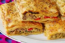 Πρασοπιτα με χωριατικο λουκανικο  ♦♦  torta di porri e salciccia in pasta filo