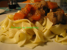 Μοσχάρι λεμονάτο με κονιάκ και μπαχαρικά και μελωμένα καρότα