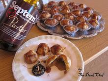 Σκοτεινό μπυρογλυκό λόγω ημέρας:  σου γεμιστά με κρέμα septem porter και σιρόπι καραμέλας από την ίδια μπύρα!