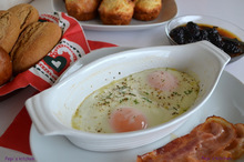 Αυγά μάτια στο φούρνο με καραμελωμένο μπέικον