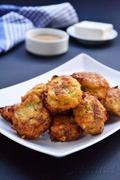 Κολοκυθοκεφτέδες & ντιπ ταχινιού / Zucchini fritters & tahini dip