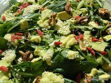Πεντανόστιμη καταπράσινη σαλάτα με αβοκάντο κ goji berries-Delicious green avocado goji berries salad