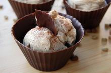 παγωμένη μους καφέ σε σοκολατένια μπολάκια/Frozen Coffee Mousse in Chocolate Bowls