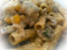 Rigatoni με σάλτσα τυριού και μανιτάρια