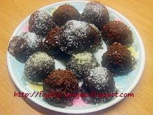 Σοκολατάκια με πάστα αμυγδάλου και ολόκληρα κεράσια