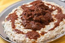 Χουνκιάρ μπεγεντί  κοκκινιστό κρέας με πουρέ μελιτζάνας για ηδονιστές ανατολίτες
