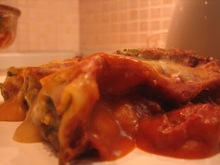 """Κανελλόνια χωρίς χοληστερόλη (με τυρί """"φασολότα"""" και σπανάκι με ροδοψημένη λευκή σάλτσα από πάνω)"""