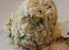 Mαριναρισμένες μπριζόλες και ρύζι σαλάτα με μανιτάρια και κρεμμυδάκια φρέσκα