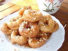 Λουκουμάδες με μέλι και καρύδια!