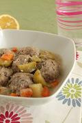 Πλούσια γιουβαρλάκια με λαχανικά και φέτα (ή τι κάνει η μάνα για το παιδί της!)