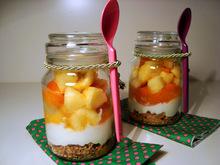 Φρουτοσαλάτα με γιαούρτι και δημητριακά